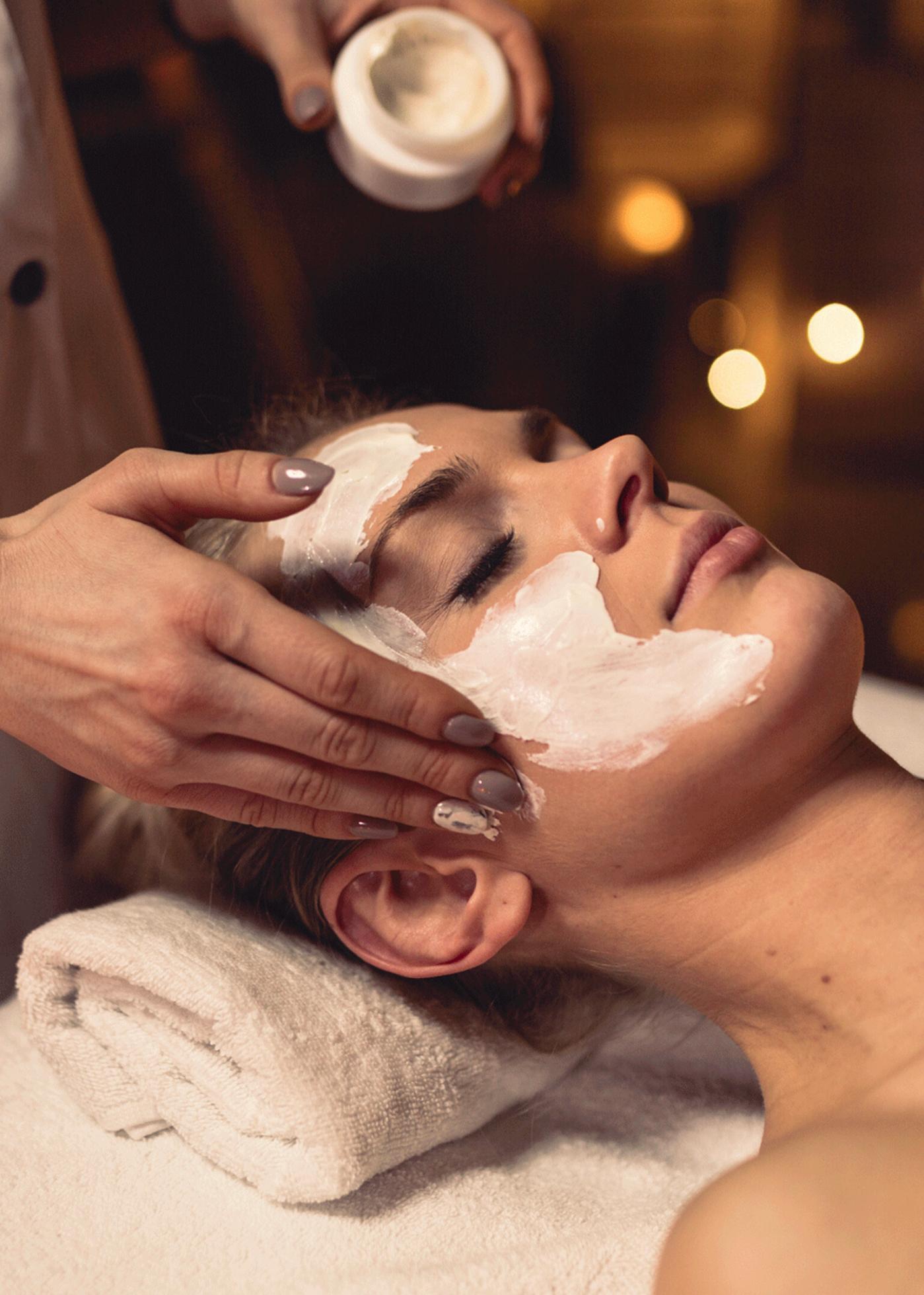 trattamento per la pelle del viso contro borse e occhiaie occhi. La pelle sarà più bella e illuminata
